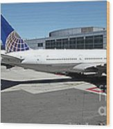 United Airlines Jet Airplane At San Francisco Sfo International Airport - 5d17112 Wood Print