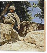 U.s. Army Soldier Climbs Down A Hill Wood Print
