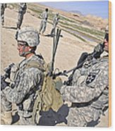 U.s. Army Soldiers Call In An Update Wood Print