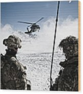 U.s. Army Soldiers Watch The Arrival Wood Print