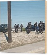 Us Army Swat Team Approaching Wood Print