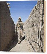 U.s. Marine Sweeps An Alleyway Wood Print