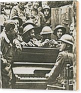 Yankee Soldiers Around A Piano Wood Print by Photo Researchers