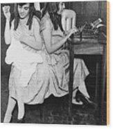 Daisy And Violet Hilton 1908-1969 Wood Print