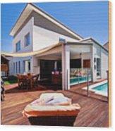 House And Pool Wood Print