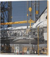 Space Shuttle Discovery At Edwards Afb September 17 2009 Wood Print