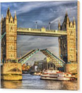 Tower Bridge And The Dixie Queen Wood Print