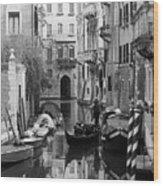 Traditional Venetian Gondolier Wood Print