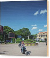 Wat Damnak Roundabout In Central Siem Reap City Cambodia Wood Print