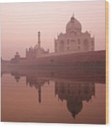 Taj Mahal At Dawn Wood Print