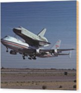 747 Takes Off With Space Shuttle Enterprise For Alt-1 Wood Print