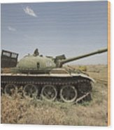 A Russian T-62 Main Battle Tank Rests Wood Print
