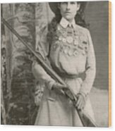 Annie Oakley With A Rifle, 1899 Wood Print