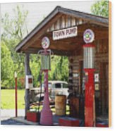 Antique Car And Filling Station 2 Wood Print