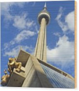 Audience Sculpture And The Cn Tower Wood Print