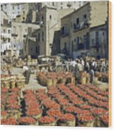 Baskets Filled With Tomatoes Stand Wood Print by Luis Marden