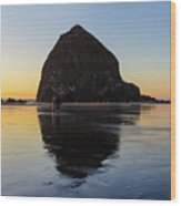 Beachcombers By Haystack Rock In Cannon Beach Wood Print