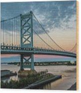 Ben Franklin Bridge In Philadelphia In The Early Morning Wood Print