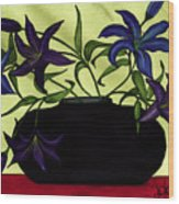 Black Vase With Lilies Wood Print