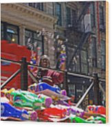 Bubble Gun Seller In New York Wood Print