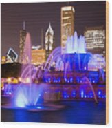 Buckingham Fountain At Night With Chicago Skyline Wood Print