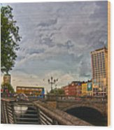 Busy O' Connell Bridge Wood Print