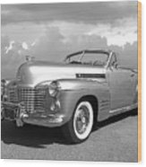 Bygone Era - 1941 Cadillac Convertible In Black And White Wood Print