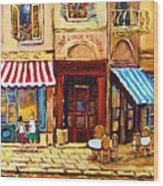 Cafe De Vieux Montreal With Couple Wood Print