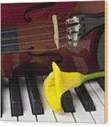 Calla Lily And Violin On Piano Wood Print