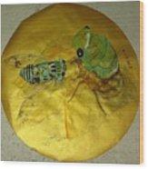 Cicada On Gold Wood Print