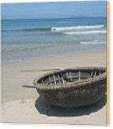 Coracle On Danang Beach Wood Print by Steven Scott