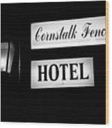 Cornstalk Fence Hotel Wood Print by Leslie Leda