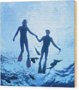 Couple At The Surface Wood Print