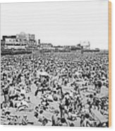 Crowds At Coney Island Beach Wood Print