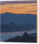 Crown Point And Beacon Rock At Dawn Wood Print