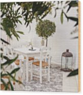 Dining In The Courtyard Wood Print