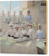 Doctor - Operation Theatre 1905 Wood Print