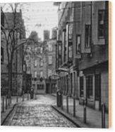 Dublin Ireland - Essex Street In Black And White Wood Print