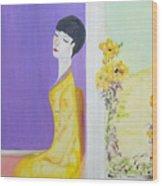 Femme En Jaune Wood Print