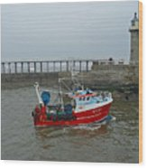 Fishing Boat Wy110 Emulater - Entering Whitby Harbour Wood Print