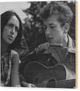 Folk Singers Joan Baez And Bob Dylan Wood Print by Everett
