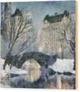 Gapstow Bridge In Snow Wood Print