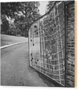 Gate And Driveway Of Graceland Elvis Presleys Mansion Home In Memphis Tennessee Usa Wood Print by Joe Fox