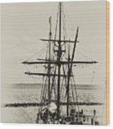 Godspeed At Port In Jamestown Wood Print