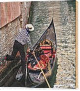 Gondola In Venice Wood Print