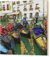 Gondoliers In Venice Wood Print
