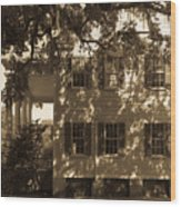 Mcleod Plantation Home In Black And White Wood Print