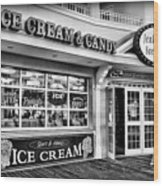 Ice Cream And Candy Shop At The Boardwalk - Jersey Shore Wood Print