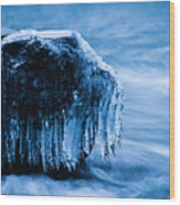 Icicles On The Rocks Wood Print