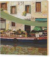 il mercato galleggiante a Venezia Wood Print